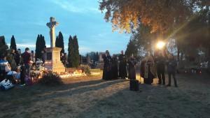 halottak napja a temetőben